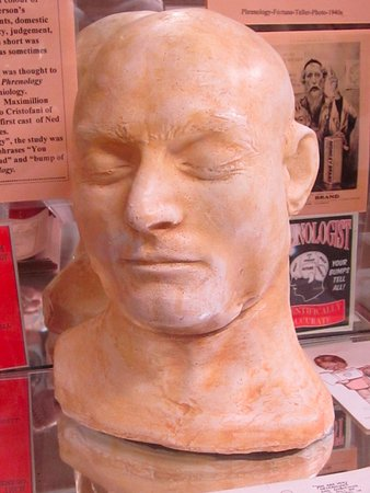 Glenrowan, Australia: Plaster cast of Ned Kelly's head