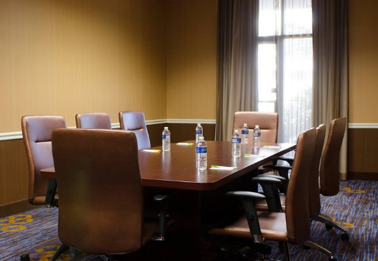 Courtyard Waterbury Downtown: Executive Boardroom