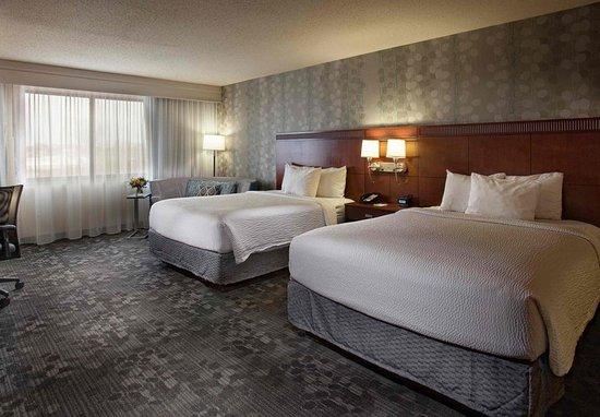 Fayetteville, AR: Queen/Queen Guest Room