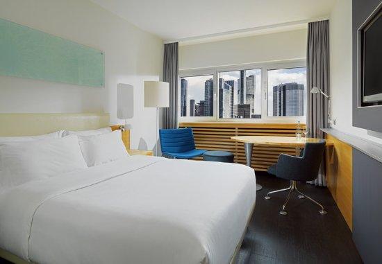 Le Meridien Frankfurt: Superior Room Skyline View