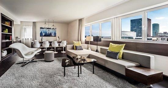Le Meridien Frankfurt: Skyline Suite Living Room