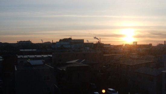 Muroran, ญี่ปุ่น: 新日鉄室蘭製鉄所の向こうの夕陽