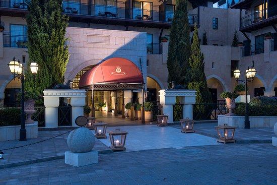 Elysium Hotel: Entrance Drawbridge