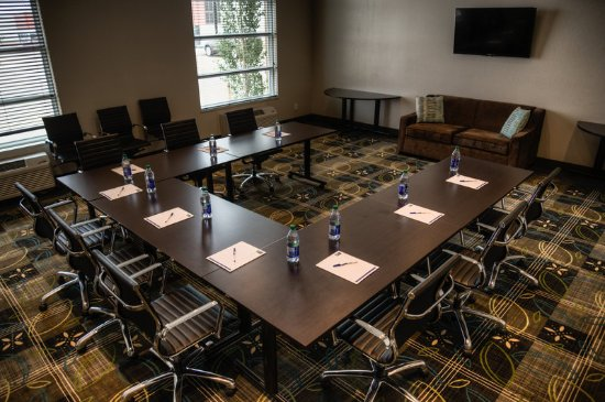 Spruce Grove, Canadá: Host your next meeting in our boardroom, with seating for up to 20