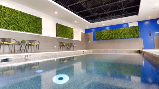Holiday Inn Express & Suites Vaudreuil-Dorion - Indoor Heated Pool