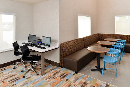 Tomball, TX: Business Center