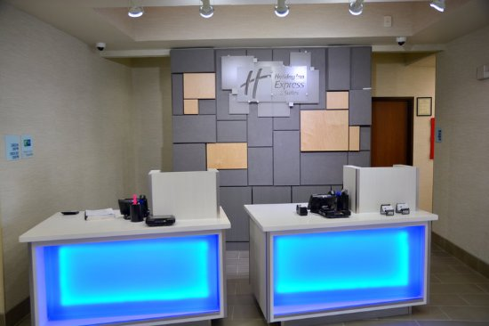 Tomball, TX: Front Desk
