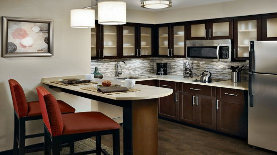 Lanham, MD: All suites feature kitchens with full-size appliances & supplies