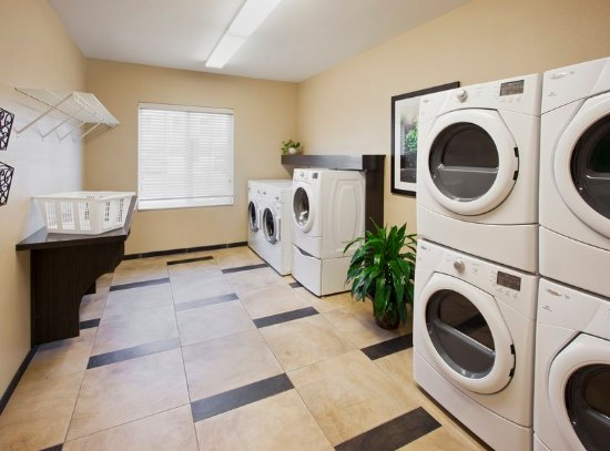 Bay City, TX: Uniquely Candlewood Laundry