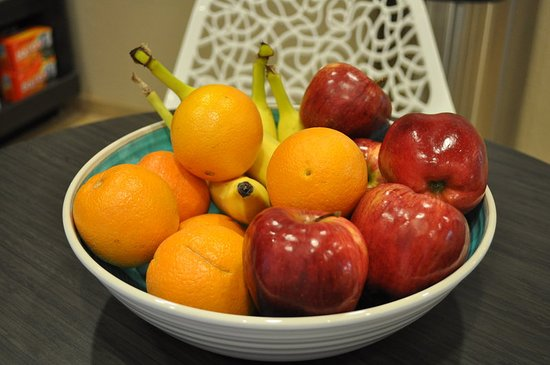 Bay City, TX: Fresh Fruit in the Candlewood Cupboard