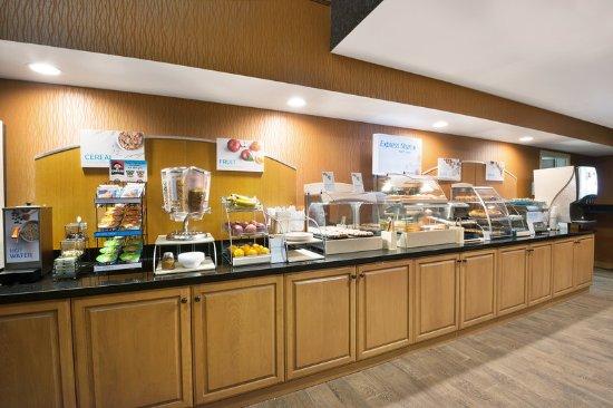 Fraser, CO: Visit the Express Start™ Breakfast Bar for breakfast