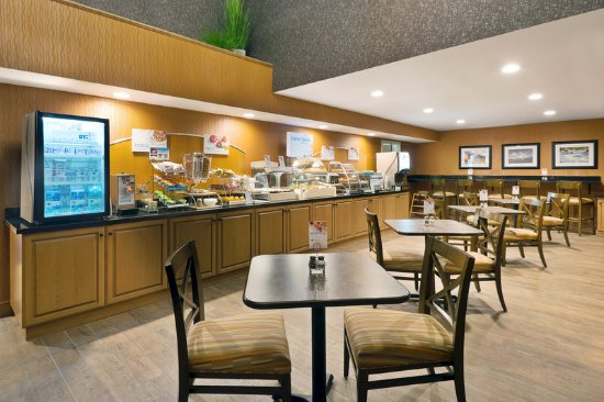 Fraser, CO: Enjoy complimentary breakfast in our Breakfast Area