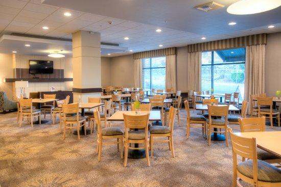 Holiday Inn Express Tacoma Downtown : Spacious Breakfast Area