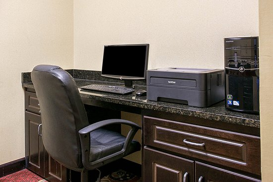 Comfort Inn & Suites Near Fort Gordon: Computer