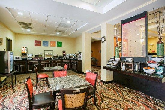 Comfort Inn & Suites Near Fort Gordon: Breakfast