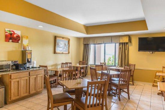 Calera, AL: Breakfast Area