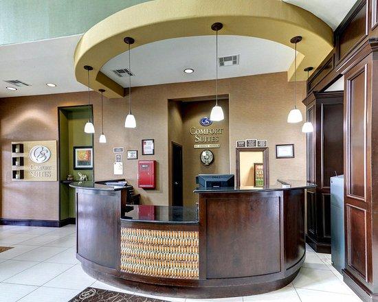 Comfort Suites Waxahachie: Front Desk