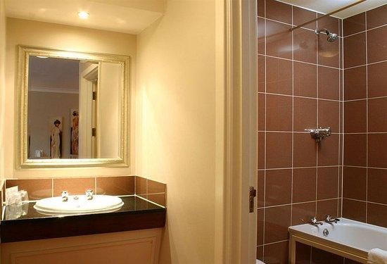 Leigh, UK: Bathroom