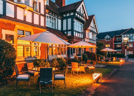 Colwall, UK: Outdoor Seating Area