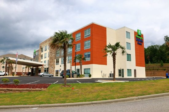 Holiday Inn Express Suites Alabaster Hotel Exterior