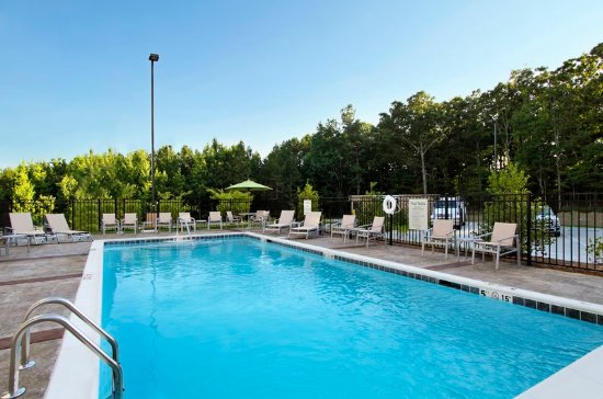 Jasper, Алабама: Escape the heat in our seasonal outdoor pool!