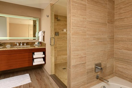 Englewood, CO: Presidential Suite Bathroom