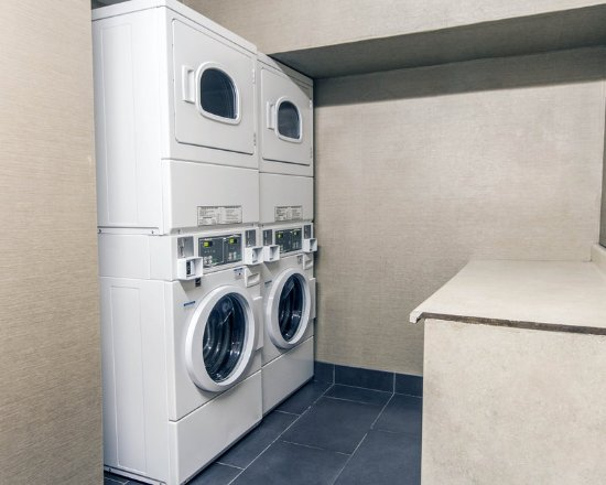 Comfort Inn & Suites I-10 Airport: Laundry