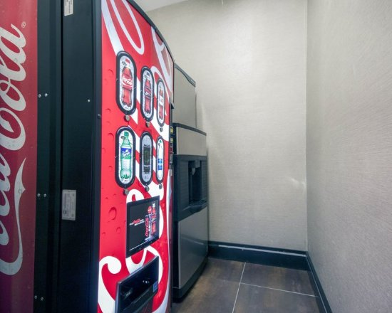 Comfort Inn & Suites I-10 Airport: Vending