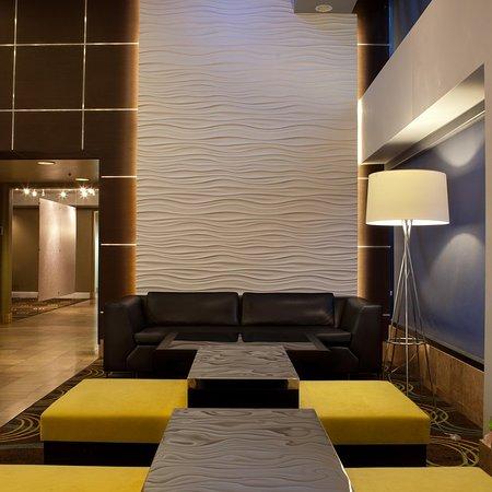 Whittier, CA: Lobby, Sitting Area