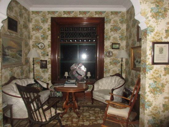 The Regent Bed & Breakfast: Upstairs sitting area