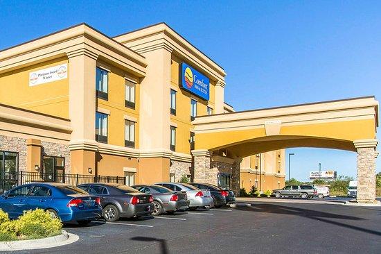 Comfort Inn & Suites Fort Campbell: Exterior