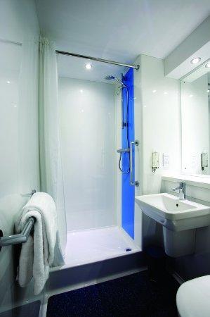 Alfreton, UK: Travelodge Bathroom With Shower
