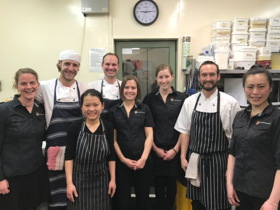 Twizel, Nieuw-Zeeland: The Poppies Cafe family.