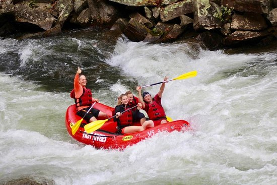 Whittier, Carolina del Norte: My husband and 3 teens enjoyed their rafting on the river .