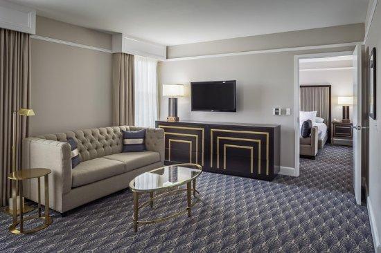 Hilton President Kansas City: 1 King Accessible Suite