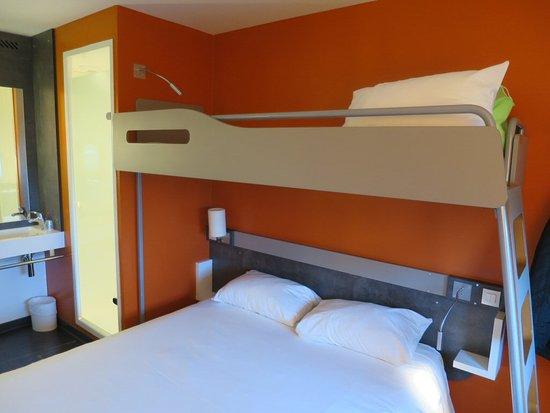 bed foto de ibis budget aeroport lyon saint exupery. Black Bedroom Furniture Sets. Home Design Ideas