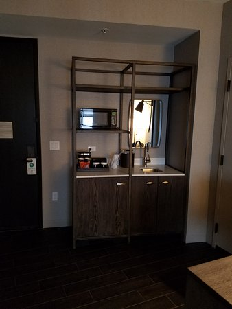Superieur Embassy Suites By Hilton Minneapolis Downtown: Wet Bar Area, Sink,  Refrigerator, Microwave