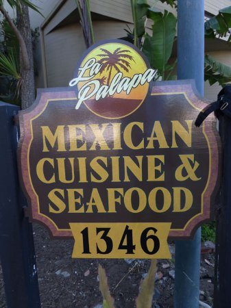 Baywood Park, Califórnia: Sign for the restaurant, just outside of it.