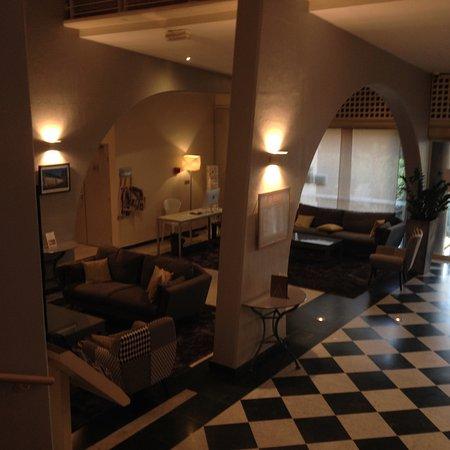 Aquabella Hotel: Hall d'accueil