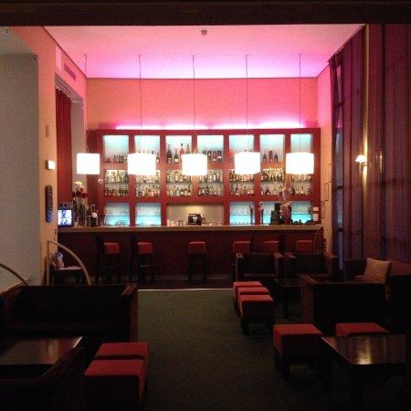 Aquabella Hotel: Bar