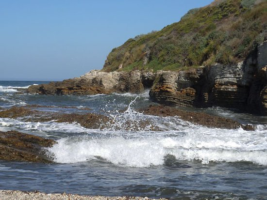 Los Osos, CA: listening to the ocean's sounds is relaxing