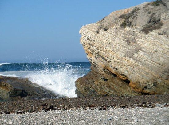 Los Osos, Califórnia: waves crashing against the rocks