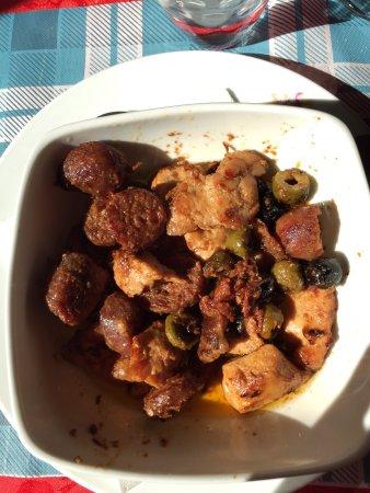 Monte San Savino, Italy: Piatti di un pranzo in famiglia, preceduto dall'antipasto della Pecora Nera. Tutto delizioso!