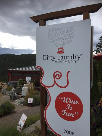 Dirty Laundry Vineyard: the welcoming sign