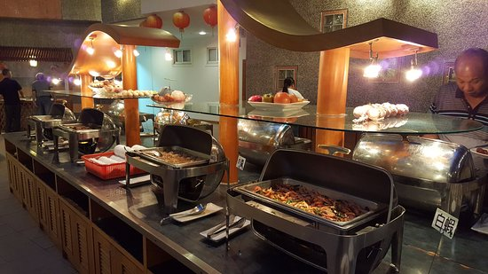 Sun-Link-Sea Hotel: 自助式晚餐