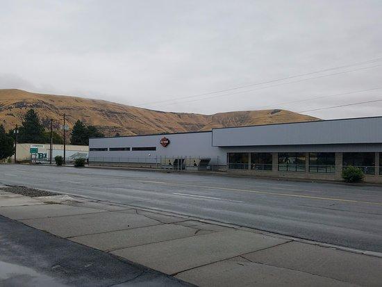 Yakima, WA: Harley Davidson shop across the street