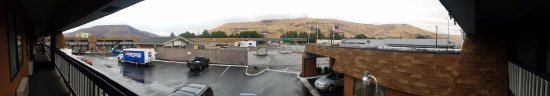 Sun Country Inn Yakima: View from outside my room