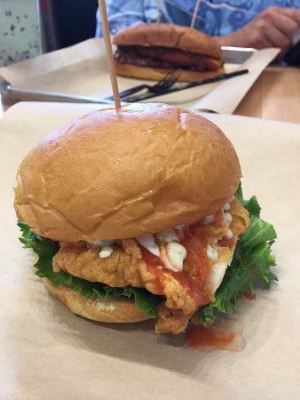 Glendora, CA: Buffalo Chicken burger, hot dog in background