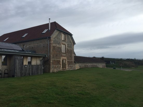 Alfriston, UK: Rathfinny Wine Estate – The Flint Barns