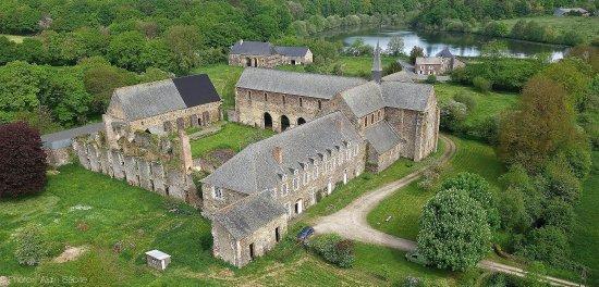 Olivet, France: Vue aérienne de l'Abbaye de Clairmont